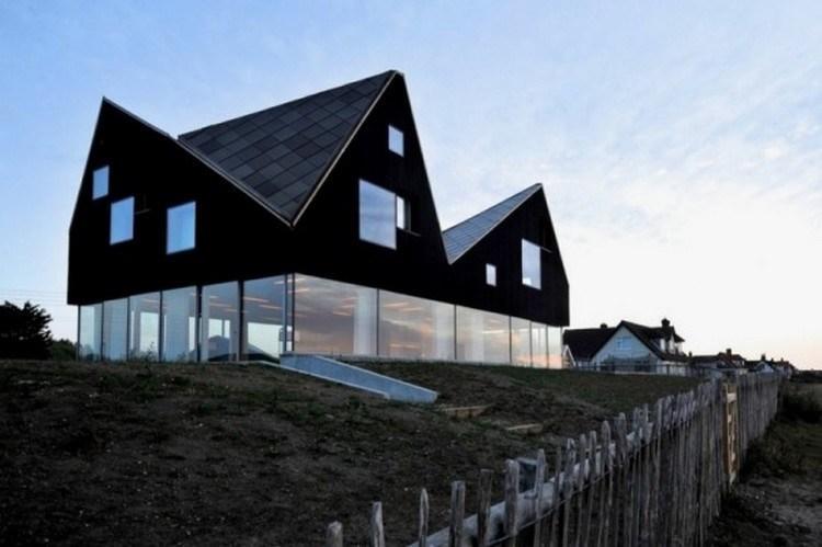 Desain rumah unik berdinding kaca dengan atap geometris ...