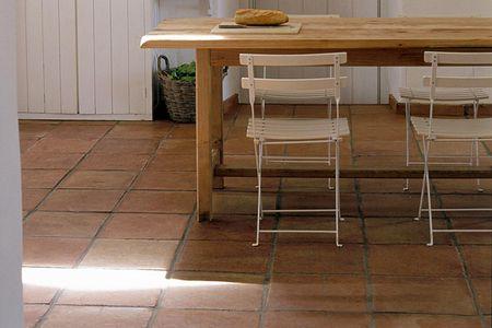 merawat lantai berdasarkan material